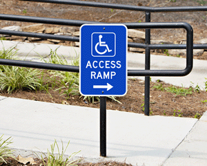 Access ramp directional sign