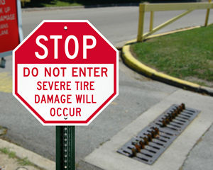 Road spikes sign